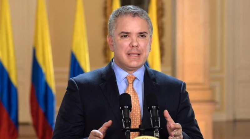 El Decreto 444 no autoriza dineros para los bancos, sino para atender necesidades de 20 millones de colombianos en esta emergencia, sostiene enfáticamente el Presidente Duque