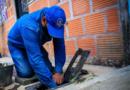 Casa a casa avanza campaña de limpieza de medidores de agua en más de 10 barrios de la comuna ocho