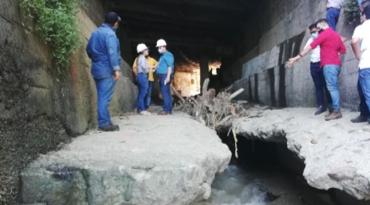 Desgaste en la placa del piso en puente del Villa Julia produce socavación en la vía, concluye visita técnica de infraestructura