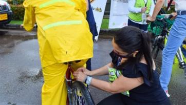 Ciclistas recibieron 500 elementos reflectivos durante celebración del día de la bicicleta